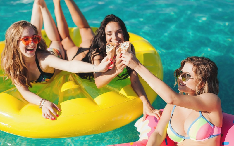 5 Ice Cream Ideas for Poolside Sweets