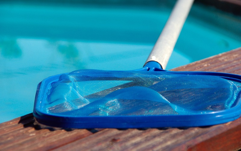 Daytona Beach Pool Maintenance: 7 Tips for Cleaning Hard-to-Reach Tile