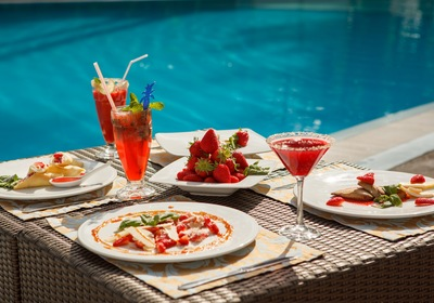 A Quick Guide to Poolside Dining